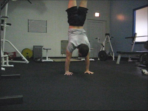 clapping handstand pushup 03