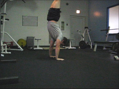 clapping handstand pushup 08
