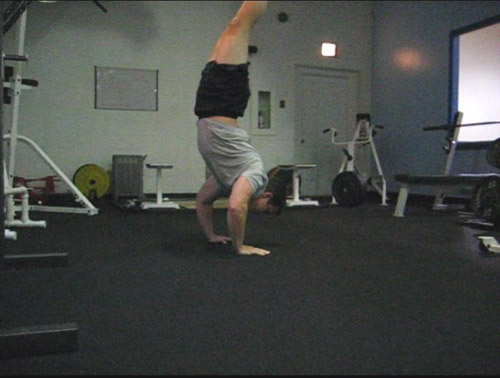clapping handstand pushup 09