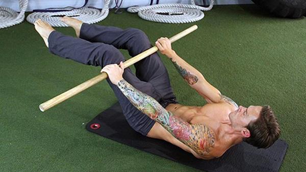 Conditioning al suolo per front e back lever: allenarsi senza la sbarra