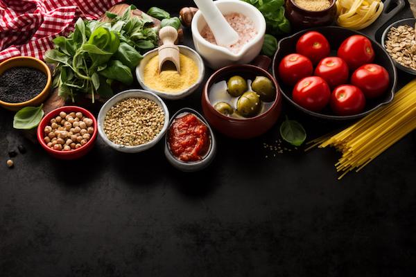 Restrizione calorica e digiuno intermittente: la fonte della giovinezza è davvero nella tua cucina?