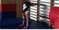 La Verticalesulle mani (Handstand)