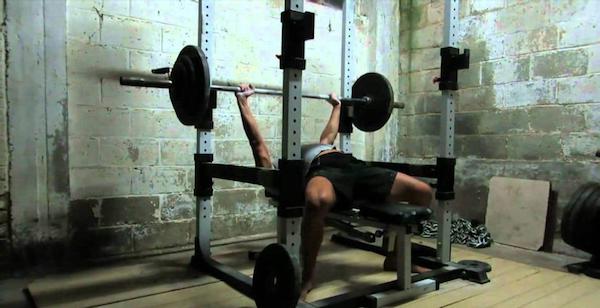 Power Rack: aspetti pratici e psicologici per un allenamento in solitaria