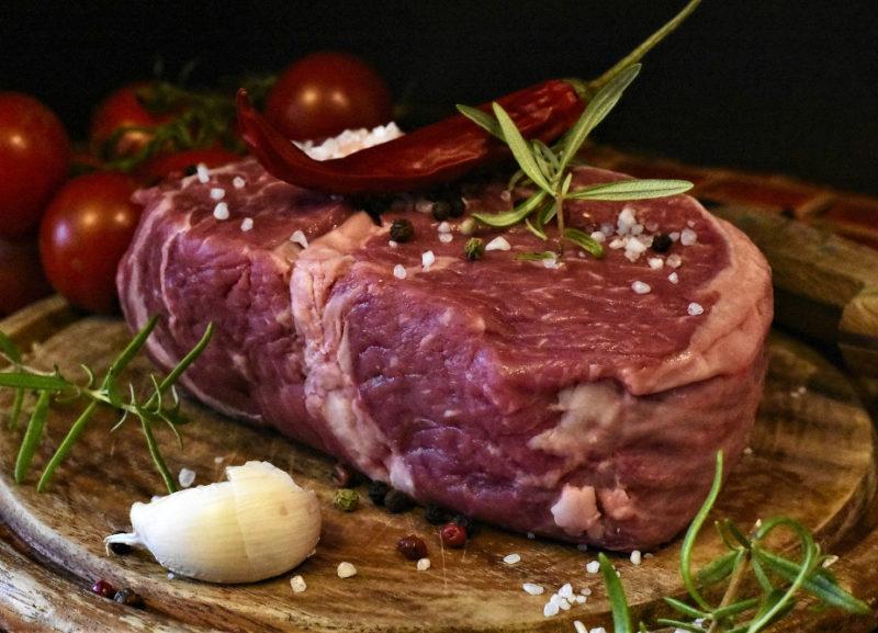 Piatto con bistecca